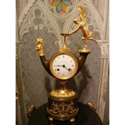 Pendule Empire, forme lampe à huile, signée Griebel à Paris, début 19ème siècle