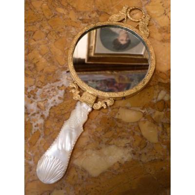 Miroir à Main, Nacre Et Bronze Doré, époque Charles X, Travail Du Palais-Royal