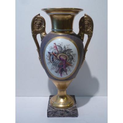Vase au Trophée de Musique, Porcelaine de Paris, 19e Siècle