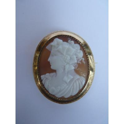 Gold Shell Cameo Brooch, Neoclassical Bacchante, 19th Century