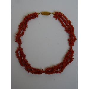 Drapery Necklace In Coral & 18k Yellow Gold