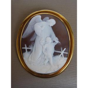 The Angel & The Child, Large Cameo Brooch, Yellow Gold Frame, 19th Century