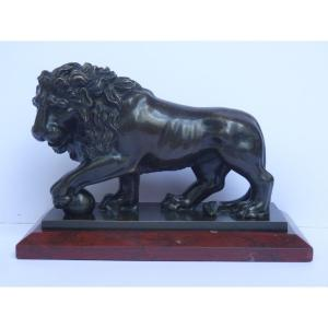 Medici Lion, Patinated Bronze & Red Marble Sculpture, Italy Early 19th Century