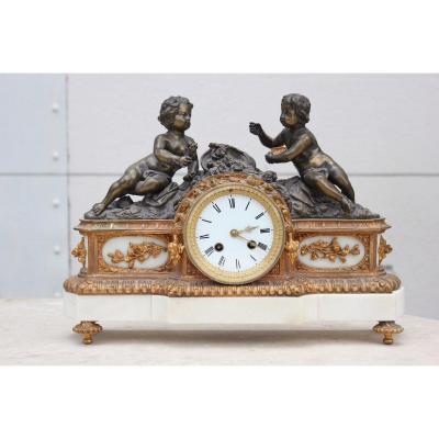 Pendule Bronze Et Marbre à Décor De Bébés Epoque XIXème