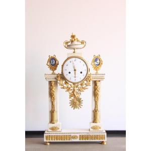 Pendule d'Epoque Louis XVI En Marbre Et Bronze Doré
