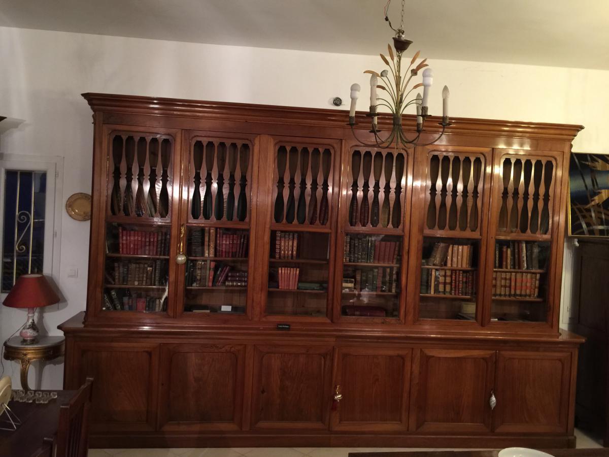 Bibliothèque epoque restauration