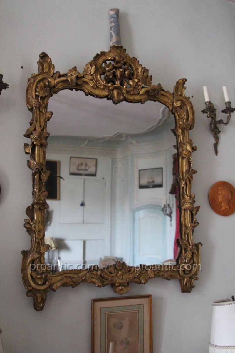 Miroir en bois dor poque louis xv xviii e si cle miroirs for Miroir louis xv