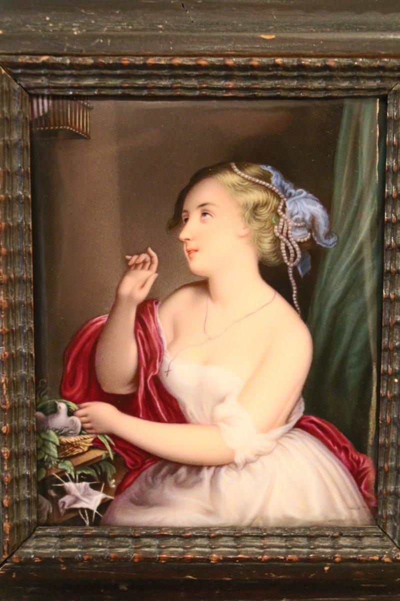 """""""Jeune fille à la colombe"""", sur plaque de porcelaine. Vieux paris, 1830, XIXe siècle."""