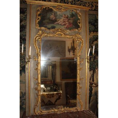 Trumeau Carved With Gilded Wood, Decorated With A Canvas With Puttis, Louis XV Period, 18th Century.