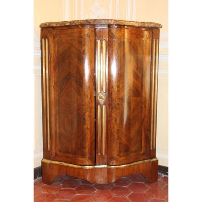Encoignure d'époque Régence en bois d'amarante et satiné, début du XVIIIe siècle.