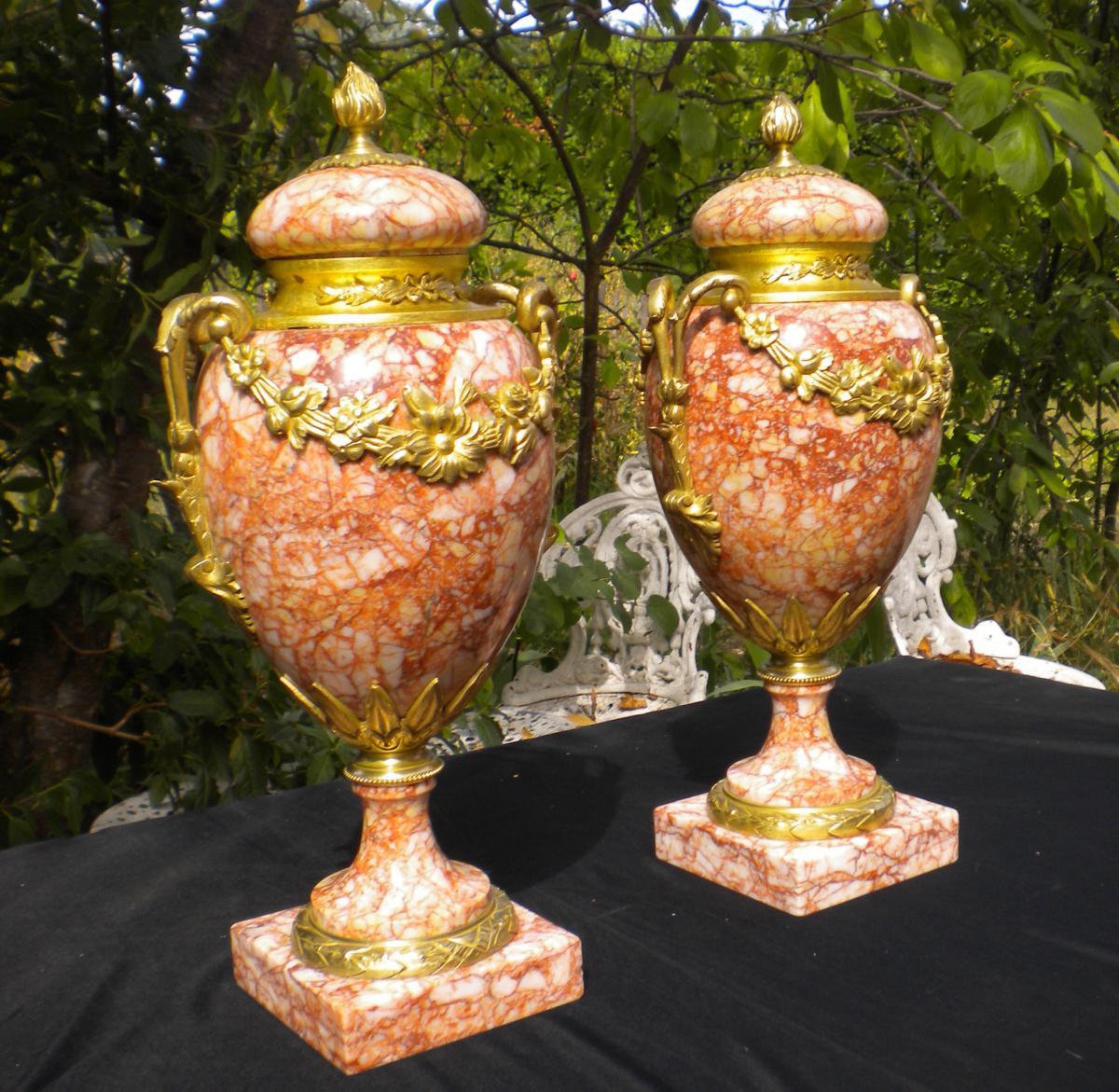 Paire De Cassolettes En Marbre Et Bronze Doré