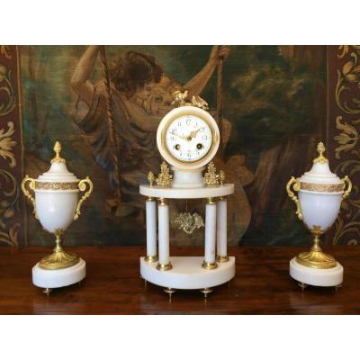 Garniture De Cheminée De Style Louis XVI