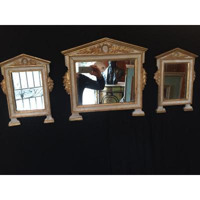 Suite De Trois Petits Miroirs En Bois Dores