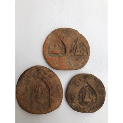 Lot de 3 AmuletteS Votive Bouddhiste Terre Cuite X IX é Siecle   Birmanie