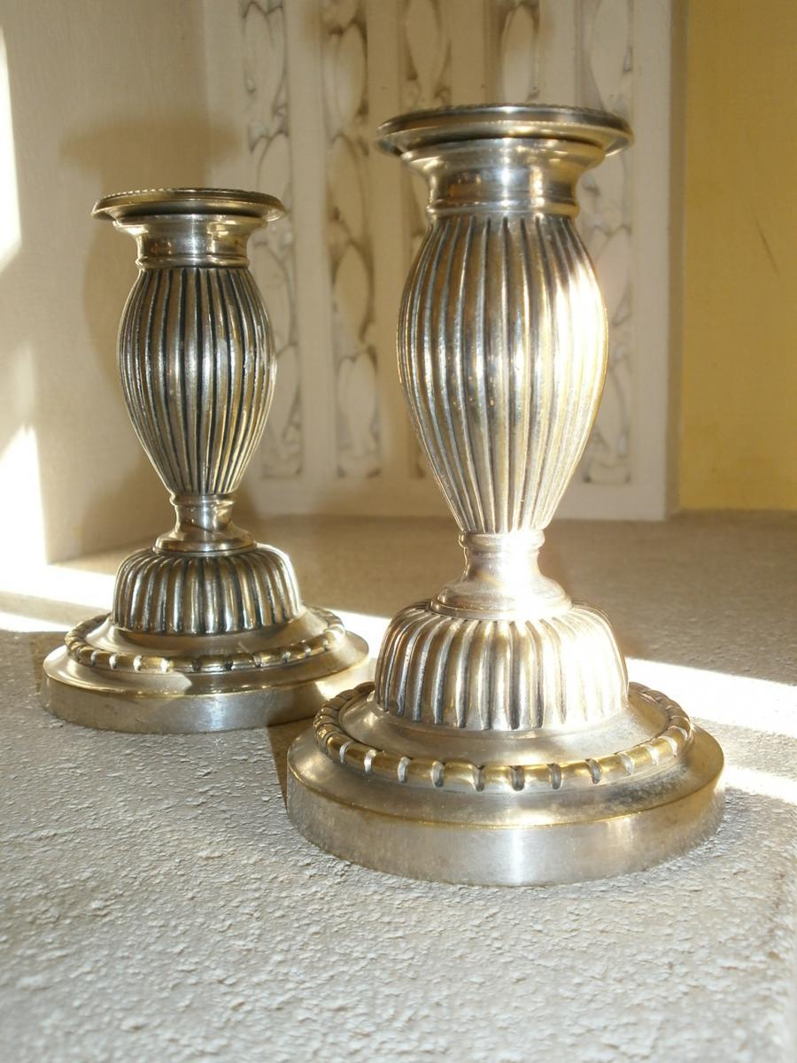 Paire De Bougeoirs Aux Ambassadeurs En Bronze Argenté Début XIX°