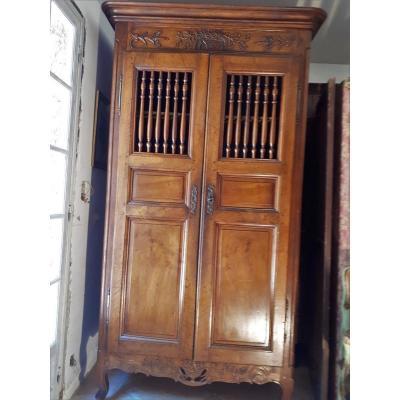 armoire ancienne sur proantic. Black Bedroom Furniture Sets. Home Design Ideas