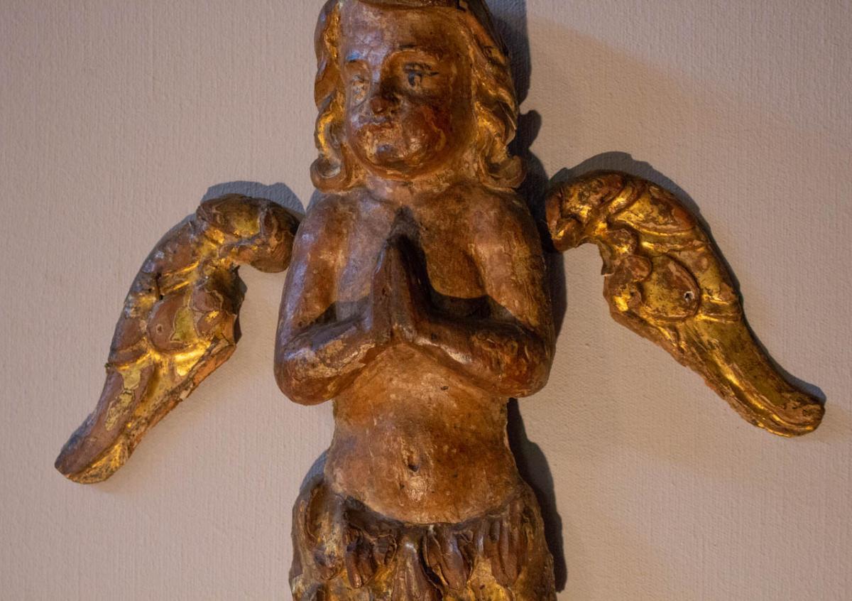 Angelot XVIIème, En Bois Sculpté Polychrome Et Doré, En Oraison
