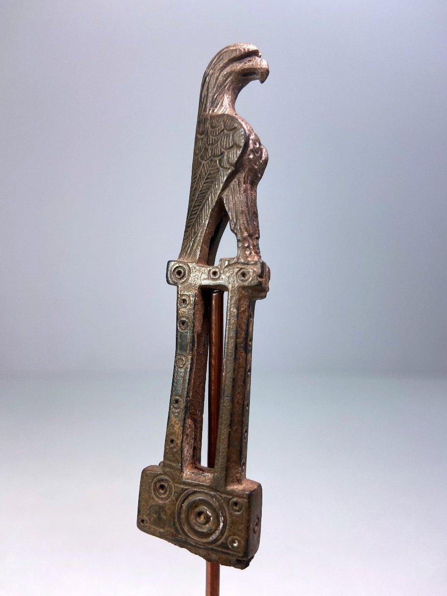 Manche De Couteau En Bronze Du IIe-IIIe Siècle Après J.-c. En Forme d'Aigle-photo-3