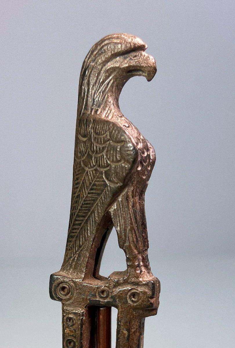 Manche De Couteau En Bronze Du IIe-IIIe Siècle Après J.-c. En Forme d'Aigle-photo-2