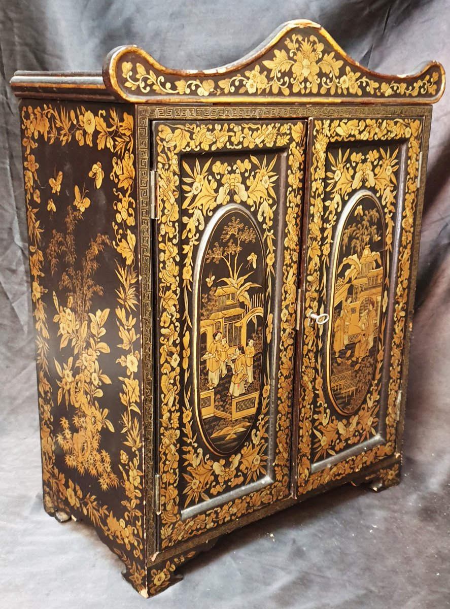 Precious Small Furniture In Lacquer And Gilding From China XIXth With Several Interior Drawers