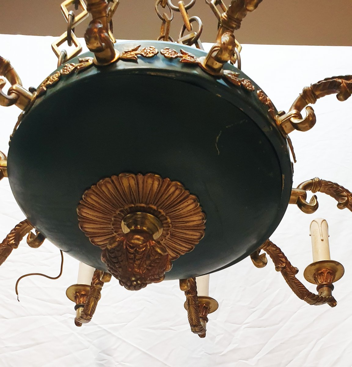 Important Lustre De Style Empire 11 Lumières En Bronze Doré Et Tôle Laquée Verte-photo-6