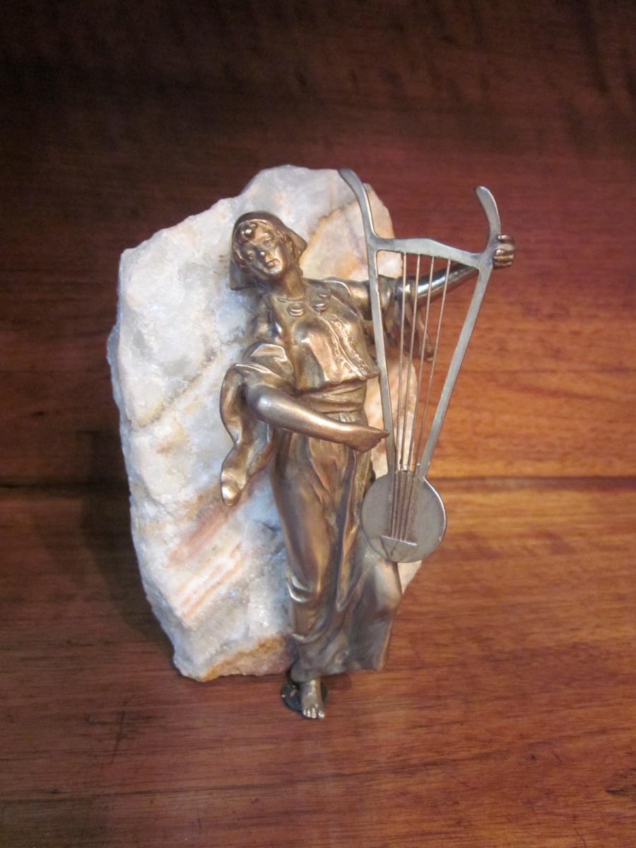 Statuette en bronze : gitane