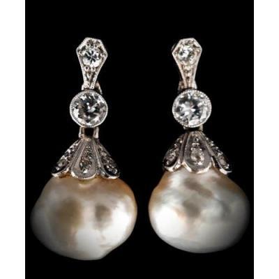Paire De Boucles d'Oreilles Or 18 Carats Perles Baroques Et Diamants