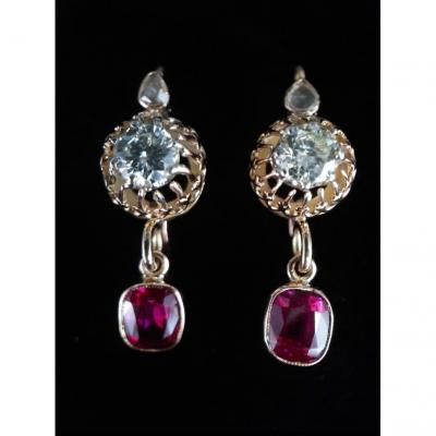 Paire De Boucles d'Oreilles Dormeuses Or 18 Carats Diamants 1 Carat Et Rubis 2 Carats