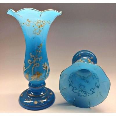 Paire De Vases En Verre Opale Bleu