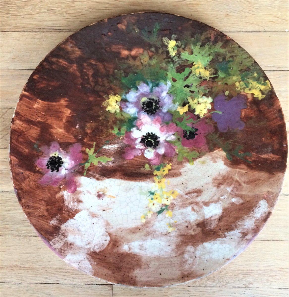 Céramique impressionniste. Plat aux anémones et fleurs jaunes. Peinture à la barbotine. Fin 19°