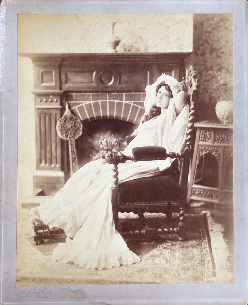 2 Photographies . 1902. Studio Albert Jenkins. Indes britanniques. Portrait de l'actrice Frances Mcquaid