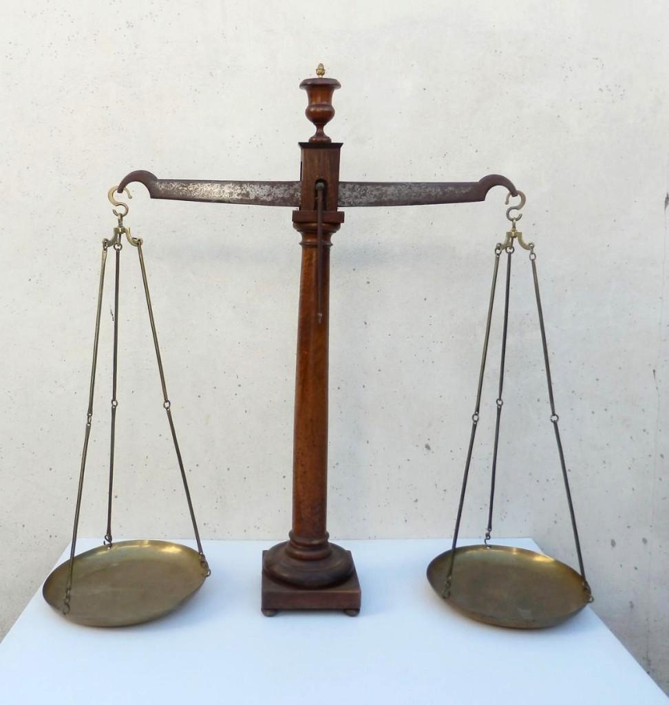 Très Grande Balance De Pharmacie, Carpentras, Provence, XIXe, Signée