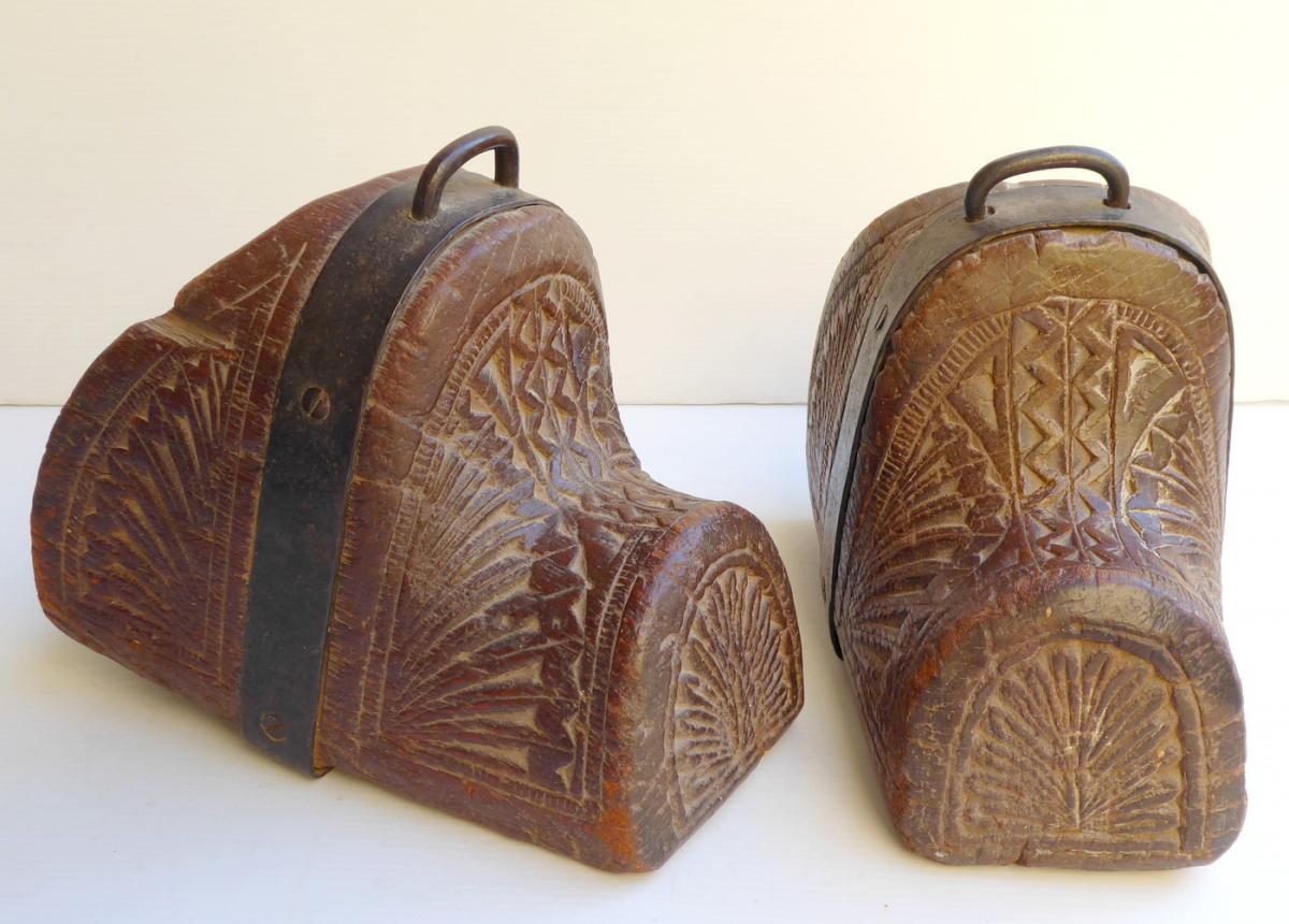 Pair Of Primitive Stirrups Carved Wood, Chile, 19thc