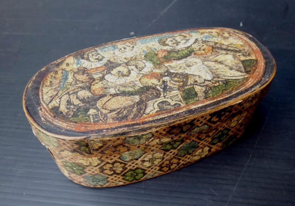 Art Populaire Des Alpes, XVIIIe, Boîte à Dragées Ovale Bois Et Papier Collé