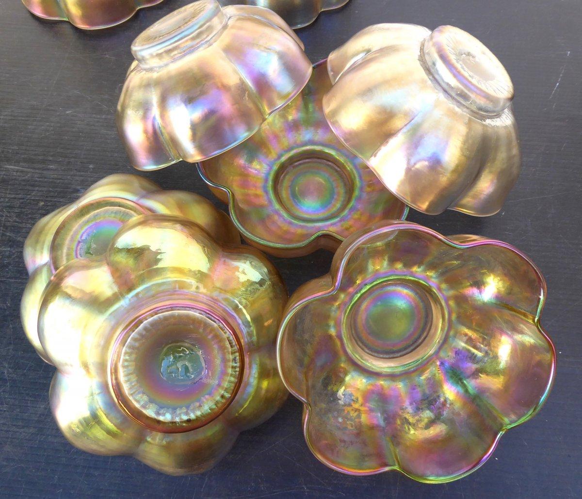 Art Nouveau, Suite De 10 Coupes-fleurs en verre Irisé, Autriche, Loetz?