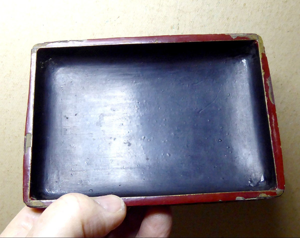Fully Engraved Cinnabar Red Chinese Lacquer Box, 19th Century-photo-1