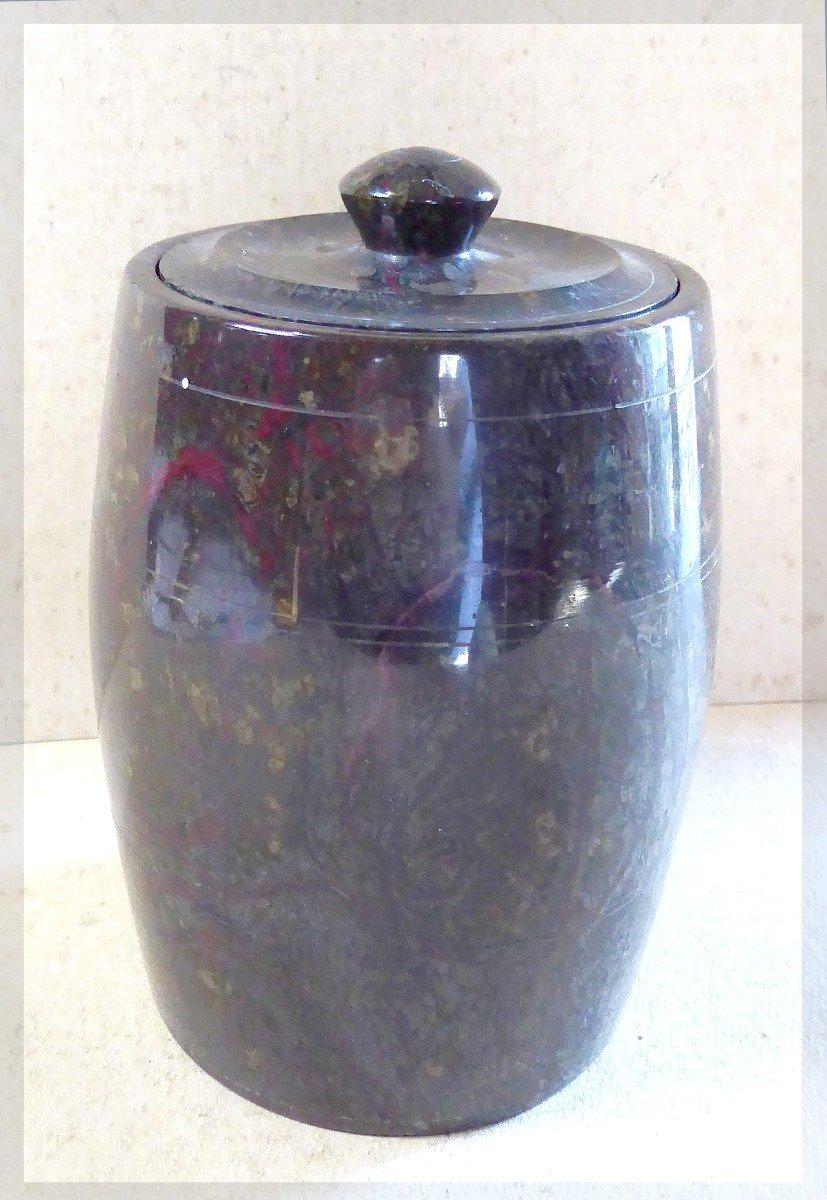 Urne couverte en pierre Serpentine tournée, XIXe siècle,