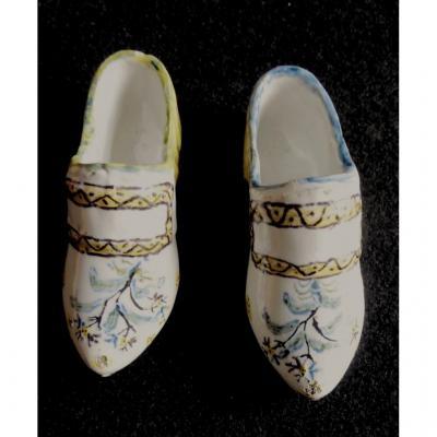 2 Souliers, Chaussures Faïence De Bourgogne, Fin XVIIIe, Bon état