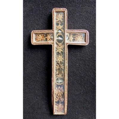 Reliquaire Cruciforme  XVIIIe, Paperolles Dorées Sous Verre