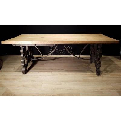 Table En Chêne Et En Fer Forgé (225cm/270cm X 97cm).