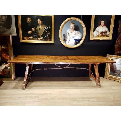 Grande Table Espagnole En Noyer, XVIIème Siècle (271cm X 81cm).