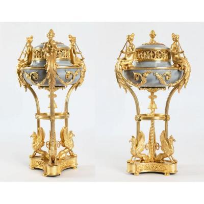 Paire De Brûle-parfum Louis XVI, Modèle De Gouthière.