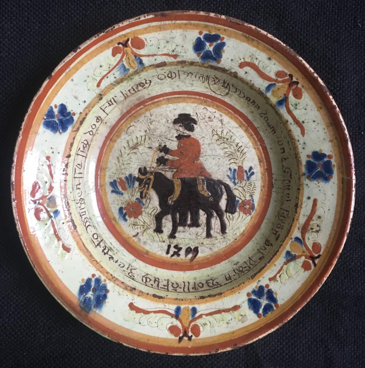Langnau Suisse Plat en terre vernissé à décor d'un maître de poste 1709 1809 Art Populaire