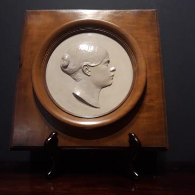 Medaillon En Ceramique De Jeune Femme,1852