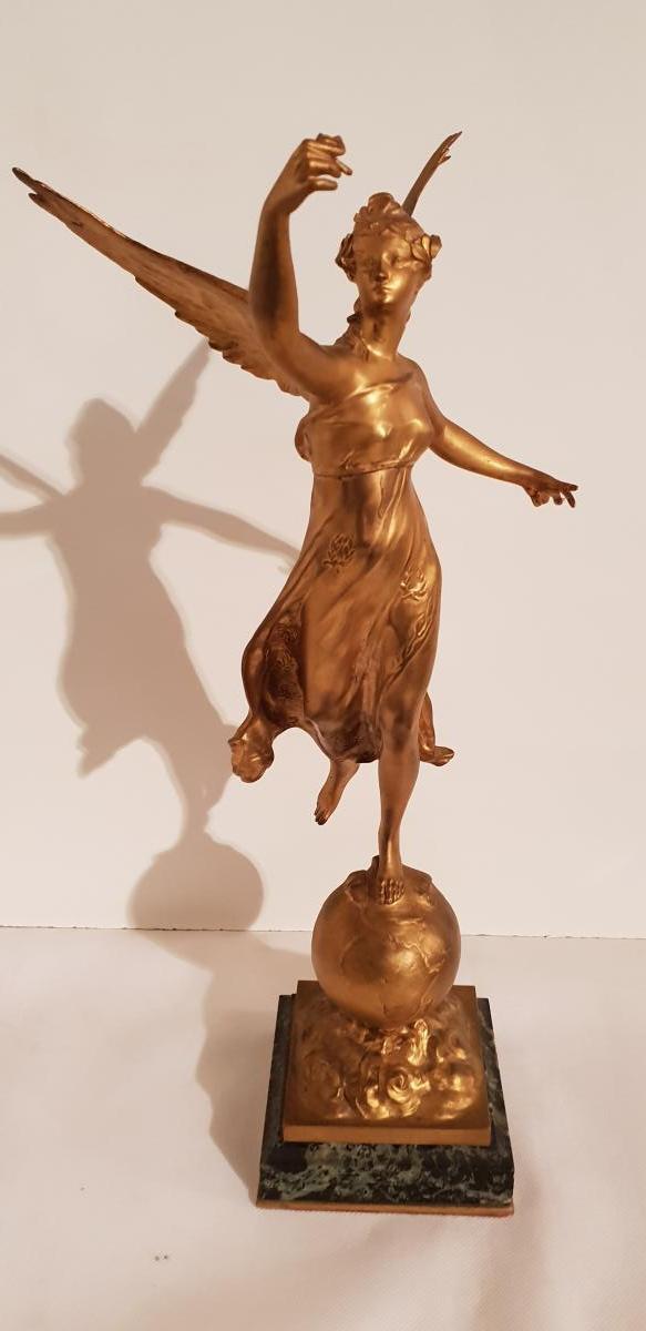 Sculpture Femme Sur Terre