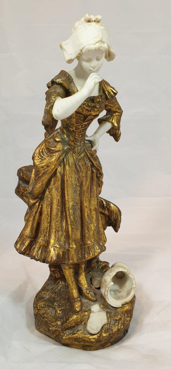 Statue Femme à La Cruche Cassée En Régule Et Biscuit