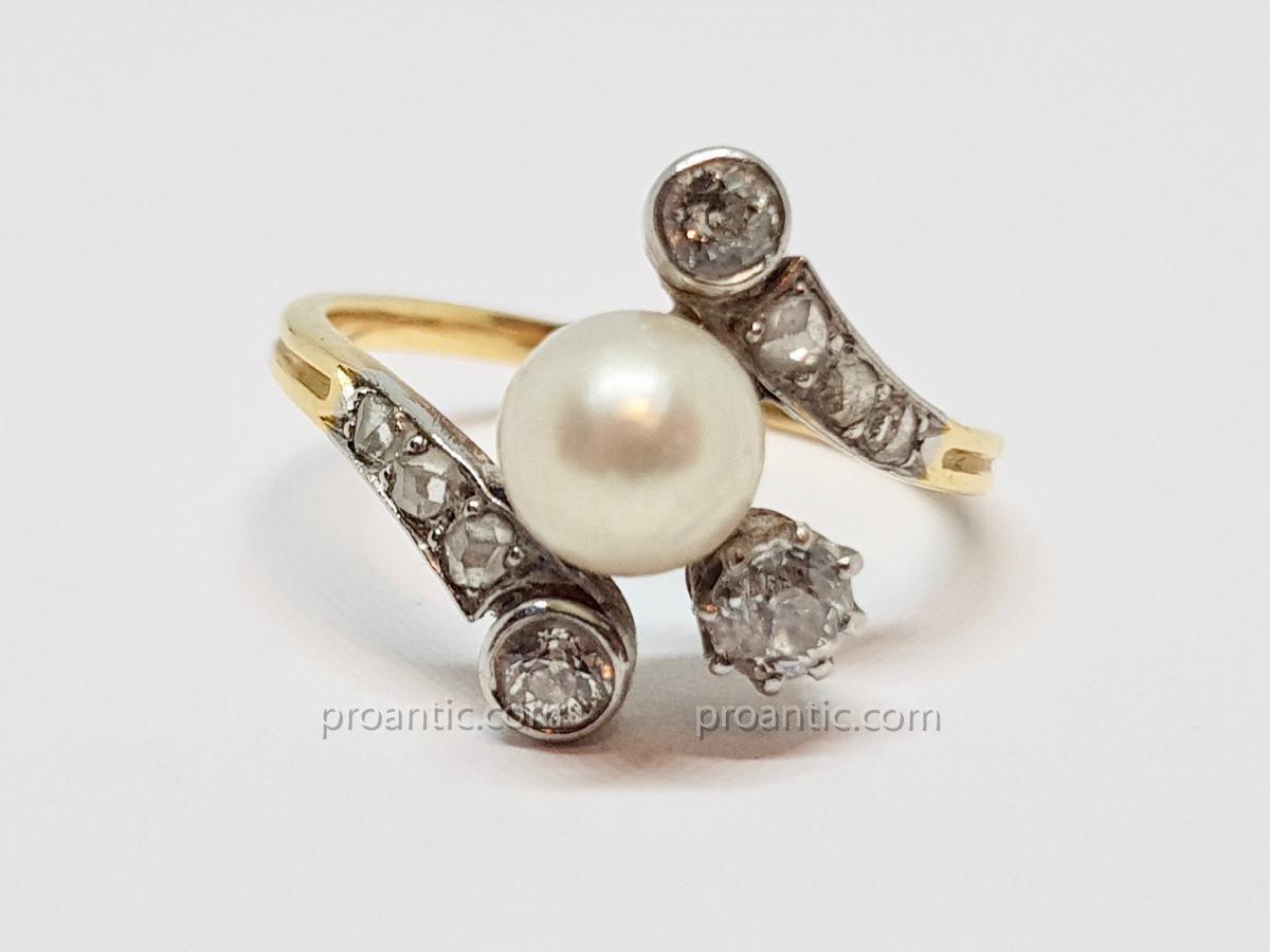 Bague ancienne en or jaune 18 carats 750/1000 demi perle & diamants 3 grammes