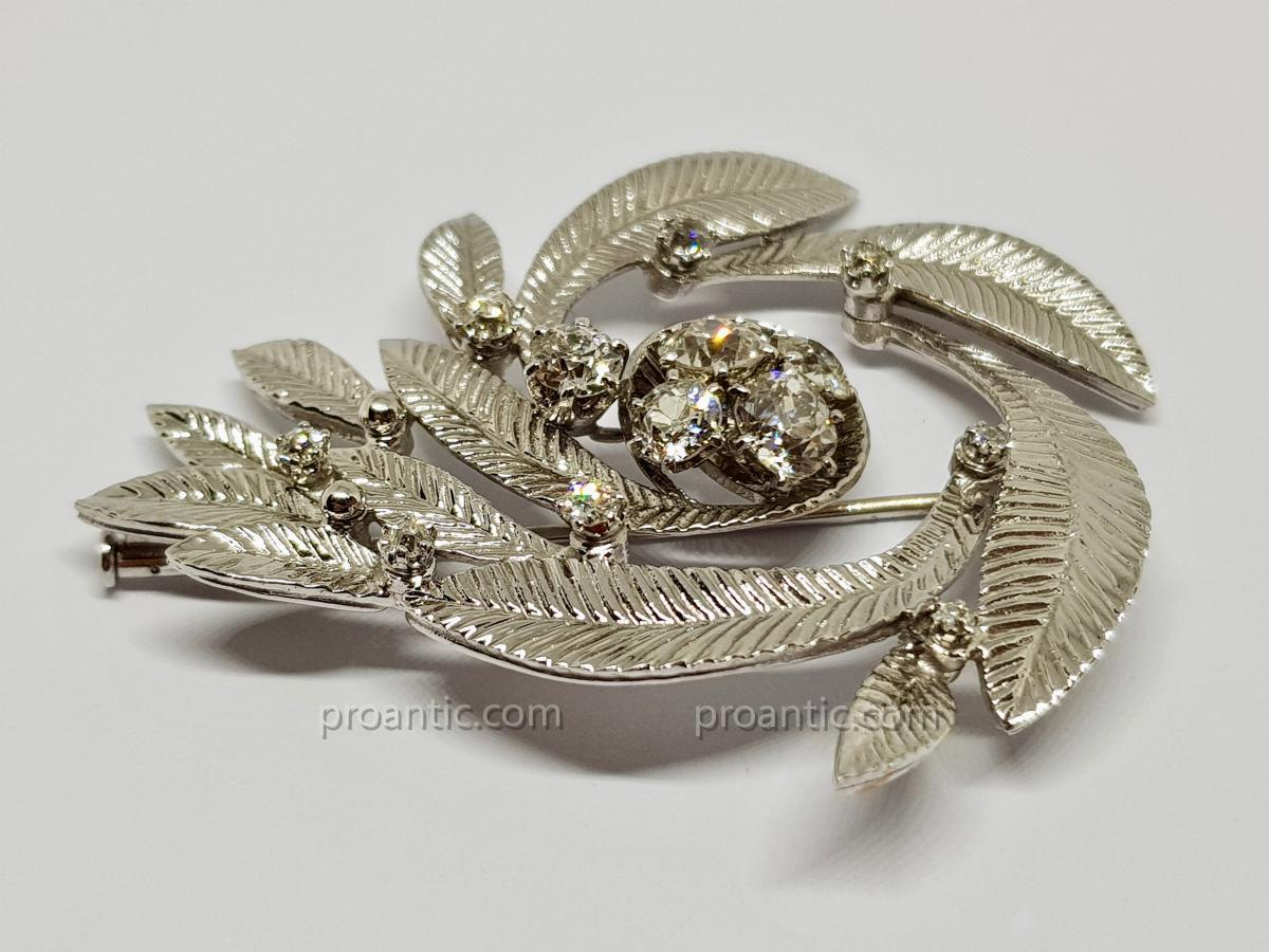 Broche Ancienne Art Nouveau Diamants 2.50 carats En Or Blanc 18 Carats 750/1000 17.43 Grammes