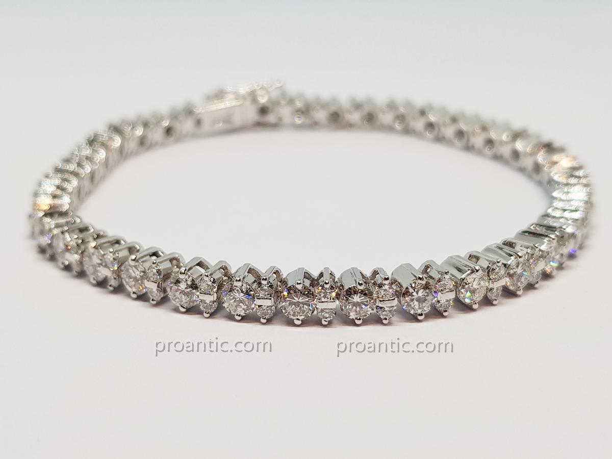 River Bracelet Diamonds 5.50 Carats In White Gold 18 Carats 750/1000 16.66 Grams