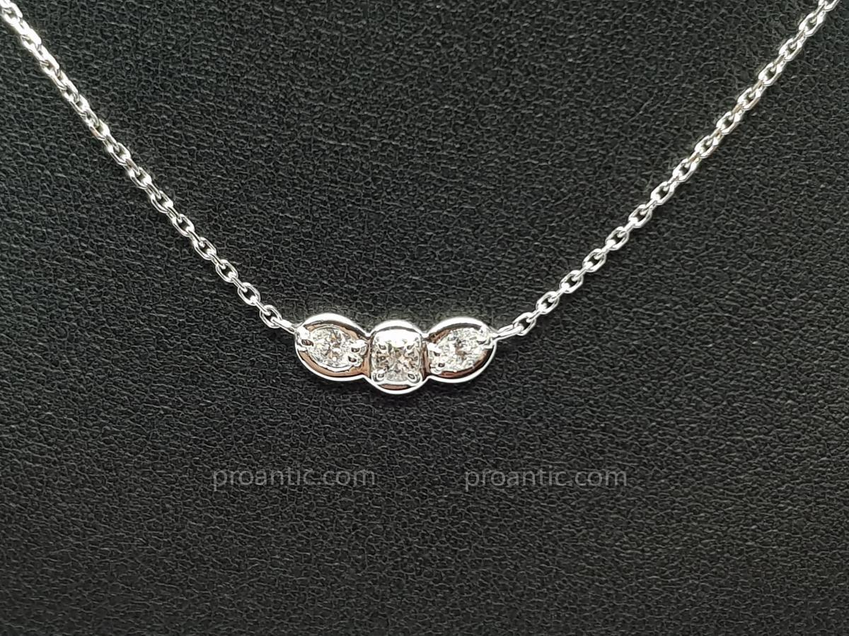 Collier Trilogie Diamants 0.30 Carat En Or Blanc 18 Carats 750/1000 2.98 Grammes 41.5 Cm